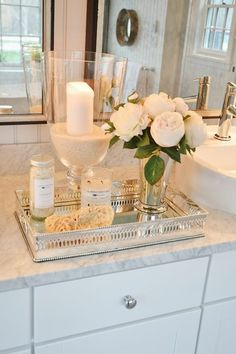 badezimmer deko badgestaltung badezimmer in weis accessoires kerzen blumen bathroom decor bathroom design bathroom in white accessories candles flowers Source: Bathroom Vanity Tray, Bathroom Counter Decor, Small Bathroom Organization, Modern Bathroom Decor, Bathroom Spa, Budget Bathroom, Design Bathroom, Organization Ideas, Bathroom Ideas