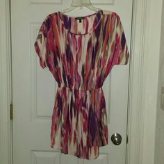 Express Multicolored Print Casual Dress w/ Pockets Worn once, girly short-sleeved causal dress with cinched waistline by Express. This dress has POCKETS!! Size extra small, but could fit a small too. Price reflects excellent condition. Serious offers only please, no trades! :) Check out my closet for the perfect bundle with this dress!! Express Dresses