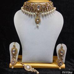 Beautiful close neck necklace set