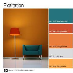 Complémentaires, le orange et le bleu se marient à l'infini si l'on ne craint pas les contrastes forts et particulièrement énergiques. www.chromatcistore.com #déco #orange #bleucalanques