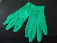 Vintage Gloves!  1950s gloves / 50s green gloves / Go Green gloves by Crancove, $13.00