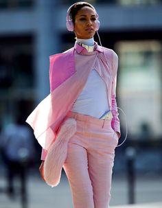 Branchez vos casques et écoutez les musiques qui ont rythmé les pas des mannequins à la Fashion Week automne-hiver 2012-2013 à Paris.