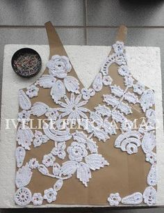 Irish Crochet Tutorial - Using a pattern to pin crochet motifs. A filling stitch connects them into a gorgeous blouse. From Ivelise Hand Made | Pinterest | Iri…