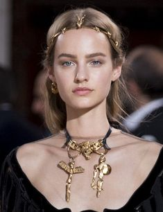 Haute couture beauty to wear now - Women Style Jewelry Accessories, Fashion Accessories, Jewelry Design, Fashion Jewelry, Valentino, Givenchy, Beauty Art, Headpiece, Chokers