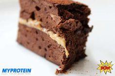 Dieser Schoko-Protein Kuchen mit Cashewbutter ist eine Art von Sandwich, die sich ideal als leckeres Dessert oder Snac für Zwischendurch eignet.