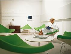 Wellness from top to toe with Duravit: The green lounge invites to chill-out after testbathing.