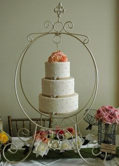 Gateau - Chandelier wedding cake, with offset swiss dots design, pearl brooches and sugar roses. Wedding Cake Display, Wedding Cake Stands, Cool Wedding Cakes, Chandelier Cake, Chandelier Wedding, Pretty Cakes, Beautiful Cakes, Ivory Wedding Cake, Cake Models