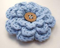Crochet frothy flower in blue free pattern