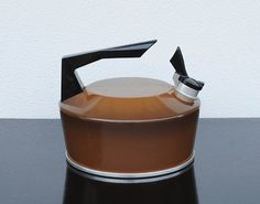 love this vintage kettle $21