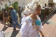 Traje nacional femenino en fiestas de la Independencia en Panamá