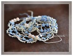 忘れな草のネックレスをやっと編み終えました。いつもはほとんど絹穴糸を使って編みます。そのほうがつやがあって好きだからです。絹穴糸は、太さとしては40番のレ...