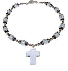 PEZZO UNICO - Perle Swarovski, elementi in metallo, rondelle di strass Swarovski, croce in cristallo Swarovski