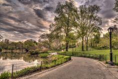 Por el #CentralPark de #NewYork disfrutarás de agradables paseos entre medio de lagos y boscosa vegetación. Recorridos románticos que ofrece esta gran metrópolis norteamericana.  http://www.bestday.com.mx/Nueva-York-City-area/Atracciones/