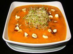 Cette soupe constitue un repas complet. Elle peut-être congelée. Avec les lentilles restantes, vous pouvez faire une petite entrée ou les congeler pour une prochaine soupe. Vous pouvez utiliser des carottes fraîches mais dans ce cas, le temps de préparation sera un peu plus long. http://recettes.de/soupe/courge http://cuisinevg