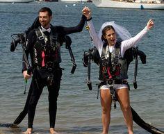 Nozze in jetpack, gli sposi dicono sì sospesi sull'acqua