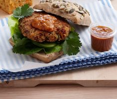 Spicy lentil burgers: To prevent patties sticking to each other, refrigerate them in an airtight container with discs of wax paper in between them. Lentil Burgers, Spicy Sauce, Meat Lovers, Savoury Dishes, Cooking Classes, Salmon Burgers, A Food, Food Processor Recipes