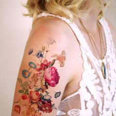 At Tatoorary we offer a wide selection of high quality temporary tattoo designs. We offer floral, vintage, Delfts Blauw, and many more temporary