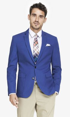 Check out Express Men's Blazers and Suit Jackets for the latest styles & colors in professional attire. Our blazers & sport jackets are easy to wear and look effortlessly polished. Casual Wedding Suit, Blazer For Men Wedding, Wedding Suits, Gents Fashion, Blazer Fashion, Mens Fashion Suits, Blazer And Shorts, Blazer Suit, Mens Sport Coat