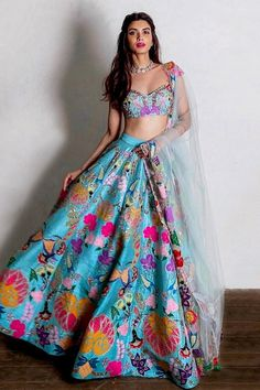 Choli Designs, Lehenga Designs, Mehendi Outfits, Indian Bridal Outfits, Indian Designer Outfits, Indian Lehenga, Lehenga Choli, Blue Lehenga, Anarkali