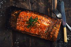 Forget the time when you use to buy your marinades at the grocery store!Pimp your salmon with this amazing homemade teriyaki sauce that is clearly one of Salmon Recipe Cast Iron, Bbq Salmon In Foil, Sockeye Salmon Recipes, Maple Syrup Salmon, Maple Syrup Recipes, Homemade Teriyaki Sauce, Cooking Recipes, Healthy Recipes, Happy Foods