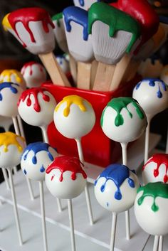 Paint brush and paint splatter cake pops<br> Get ready to throw the picture perfect paint party! We've created a list of 21 creative paint party ideas to ensure your celebration is a work of art! Need an idea for a painting party Pop Art Party, Paint Party, Art Party Cakes, Art Themed Party, Fiesta Pop Art, Mini Cakes, Cupcake Cakes, Kunst Party, Paintball Party