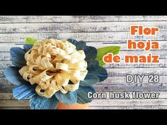 Flores de hoja de maiz / corn husk flowers / totomoxtle - YouTube Corn Husk Crafts, How To Make Corn, Corn Husk Dolls, Diy Flowers, Burlap Wreath, Christmas Holidays, Make It Yourself, Crafty, Leis