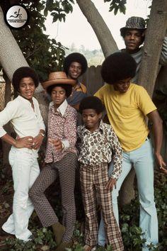 Michael Jackson Photo: Various Photoshoots / Neal Preston Photoshoots / Preston Photographs - Circa 1972 The Jackson Five, Mike Jackson, Paris Jackson, Jackson Family, Michael Jackson Bad Era, Black History Facts, The Jacksons, Black Families, Soul Music