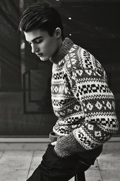 Random guys in knitted sweaters. Sweater Jacket, Men Sweater, Cosy Outfit, Versace Men, Wool Scarf, Knitting Designs, Kanye West, Wool Sweaters, Pulls
