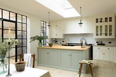 Most Awesome Sage Kitchen Cabinet Design Ideas - Awesome Indoor & Outdoor Modern Country Kitchens, Modern Country Style, Country Kitchen Designs, English Kitchens, Country Kitchen Lighting, Kitchen Country, Sage Kitchen, New Kitchen, Vintage Kitchen
