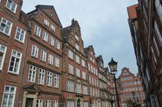 Unter den Hamburg Insider Tipps dürfte die Peterstraße besonders für diejenigen interessant sein, die sich das alte Hamburg vorstellen wollen.