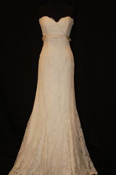 If I was getting married and had $4000 to spend on a wedding dress...this would be my dress. This is my perfect dress!!!