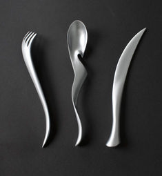 By Lawrence Guo. A cutlery set inspired by Chinese calligraphy. Muebles Estilo Art Nouveau, Design Plat, Design Digital, Kitchenware, Tableware, Table Design, Cutlery Set, Vintage Design, Kitchen Gadgets