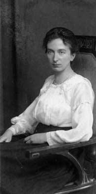Helena Theodora Kuipers-Rietberg 1893-1944, Verzetsvrouw 'Tante Riek') werd op 26 mei 1893 te Winterswijk geboren. Ze was een dochter van Hendrik Rietberg, molenaar te Winterswijk, en Clara Dulfer. Op 21 april 1921 trouwde ze met Pieter Heyo Kuipers (1892-1978). Ze kregen vijf kinderen. Op 27 of 28 december 1944 stierf ze in het vrouwenkamp Ravensbrück in Duitsland.