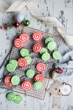 Low Unwanted Fat Cooking For Weightloss Almond Pinwheel Christmas Cookies - Country Cleaver Chocolate Marshmallow Cookies, Chocolate Chip Shortbread Cookies, Toffee Cookies, Spice Cookies, New Year's Desserts, Cute Desserts, Christmas Desserts, Christmas Cookies, Christmas Recipes
