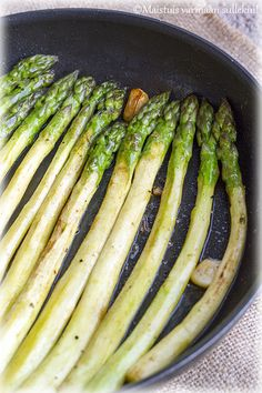 Maistuis varmaan sullekin!: Lisukkeet Asparagus, Vegetables, Food, Studs, Essen, Vegetable Recipes, Meals, Yemek, Veggies