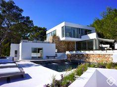 Villa moderna de 6 dormitorios en venta en el suroeste de Ibiza con vistas espectaculares del mar y la puesta de sol