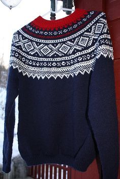Marius-genser rund sal pattern by Unn Søiland Dale Fair Isle Knitting Patterns, Sweater Knitting Patterns, Free Knitting, Motif Fair Isle, Fair Isle Pattern, Raglan Pullover, Icelandic Sweaters, Marius, Pulls