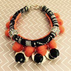 Ethnische Armband mit Erdbeer-Orangen. von RajaniShop auf Etsy