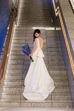 【基礎知識】ウエディングドレスの種類とブランドを徹底研究!今、知りたいドレス事情 One Shoulder Wedding Dress, White Dress, Portrait, Wedding Dresses, Japan, Instagram, Fashion, Bride Dresses, Moda