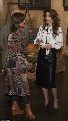 ♔♛Queen Rania of Jordan♔♛...Queen Rania talks animatedly with a Prado Media Lab employee during her visit