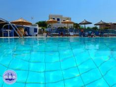 Vakantiehuisjes op Kreta Zorbas Island Outdoor Decor, Island, Apartments, September, Home Decor, Europe, Crete Holiday, Mediterranean Sea, Tourism