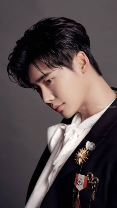 And I was dying indside to hold you. Big Bang Top, Jung Yong Hwa, Cnblue, Park Hyung Sik, Asian Actors, Korean Actors, Lee Jong Suk Hot, Lee Jong Suk Wallpaper, Up10tion Wooshin