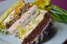Duży okazały tort idealny na przyjęcia!, prezentuje się pięknie :). Tort składa się z czterech warstw ciasta, każde inne, a do tego trzy r...