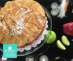 Αναποδογυριστή αφράτη μηλόπιτα γεμάτη μήλα και καραμέλα από την Αργυρώ Sweet Recipes, Cake Recipes, Greek Desserts, Beautiful Desserts, Food Categories, Superfoods, Apple Pie, Cooking Tips, Sweet Home