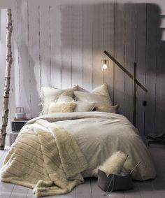 Or Wood panelling wallpaper Beach Bedding Sets, Cosy Bedroom, Home Bedroom, Bedroom Interior, Bedroom Design, Home And Living, Cozy Bedroom, Simple Bedroom, Beautiful Bedrooms