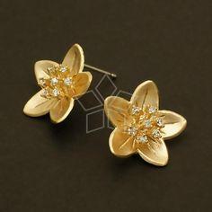 / 2 Pcs - Jewel Stamen Flower Earrings, Matte Gold Plated, with Sterling Silver Post Gold Rings Jewelry, Jewelry Design Earrings, Gold Earrings Designs, Gold Jewellery Design, Ear Jewelry, Bridal Jewelry, Antique Jewelry, Jewlery, Cute Stud Earrings