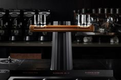 Starbucks redesigns their espresso machines to use gravity for a smoother coffee! Espresso Shot, Cappuccino Machine, How To Make Coffee, Yanko Design, Modular Furniture, Design Awards, Design Process, Basin, Industrial Design