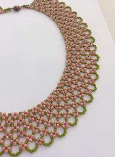 This Pin was discovered by Zvi Seed Bead Necklace, Seed Bead Jewelry, Bead Jewellery, Beaded Jewelry Patterns, Beading Patterns, Beading Tutorials, Beading Projects, Beaded Collar, Bijoux Diy