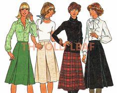 Sewing Pattern for 70s Skirt, Flared & Pleated, Simplicity 7625 #70sFashion #PlusSizeFashion #VintageSkirts #InvertedPleat #PleatedSkirts #FallWinterFashion #TheOldLeaf