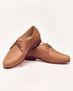 DESCRIPTION The Oliver is our interpretation of the traditional men's oxford. Classic, masculine lines have been softened to create a fresh, feminine style for our women's oxfords. Because the supple,